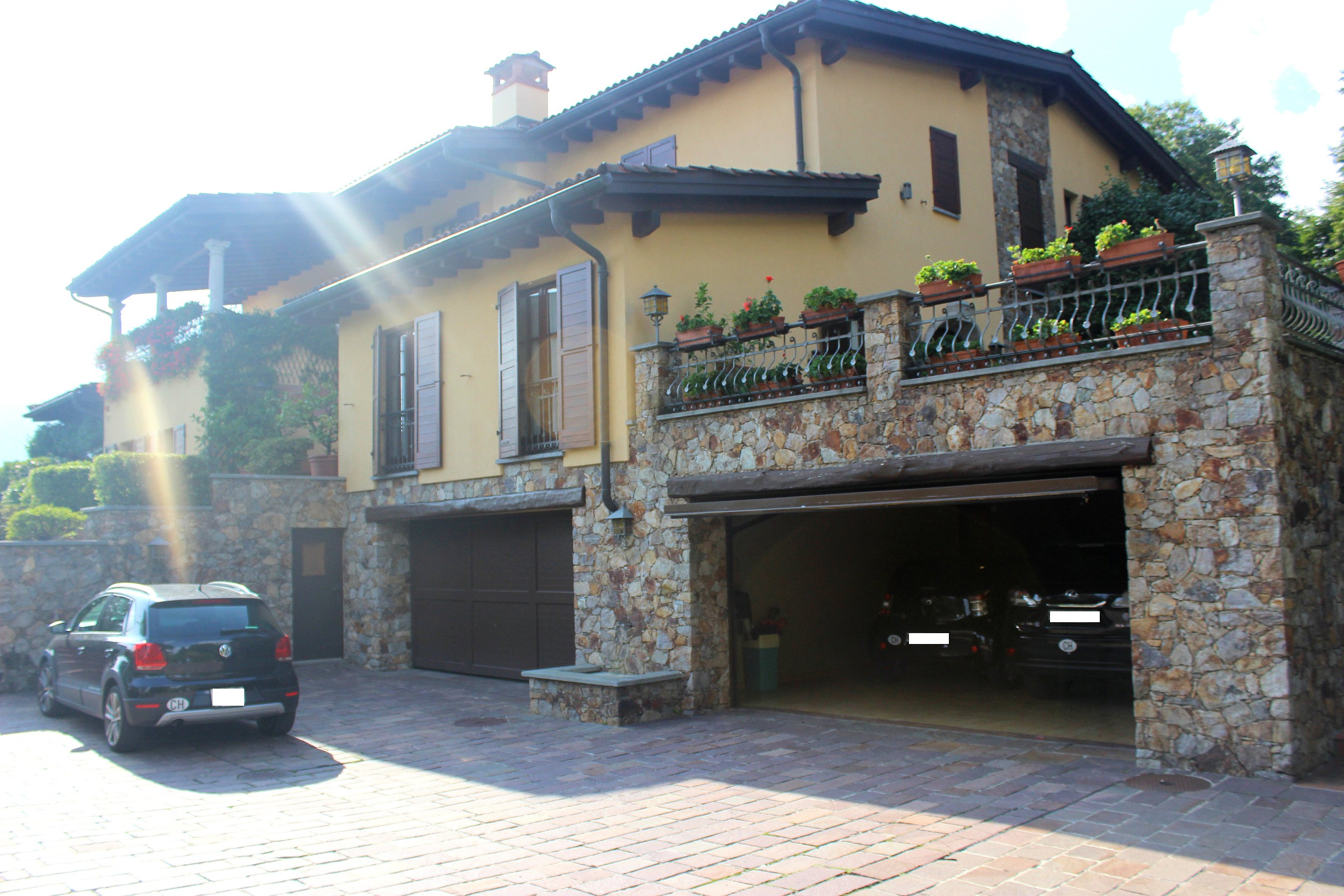 PONTE CAPRIASCA – Wonderful Mediterranean villa with private pool and park