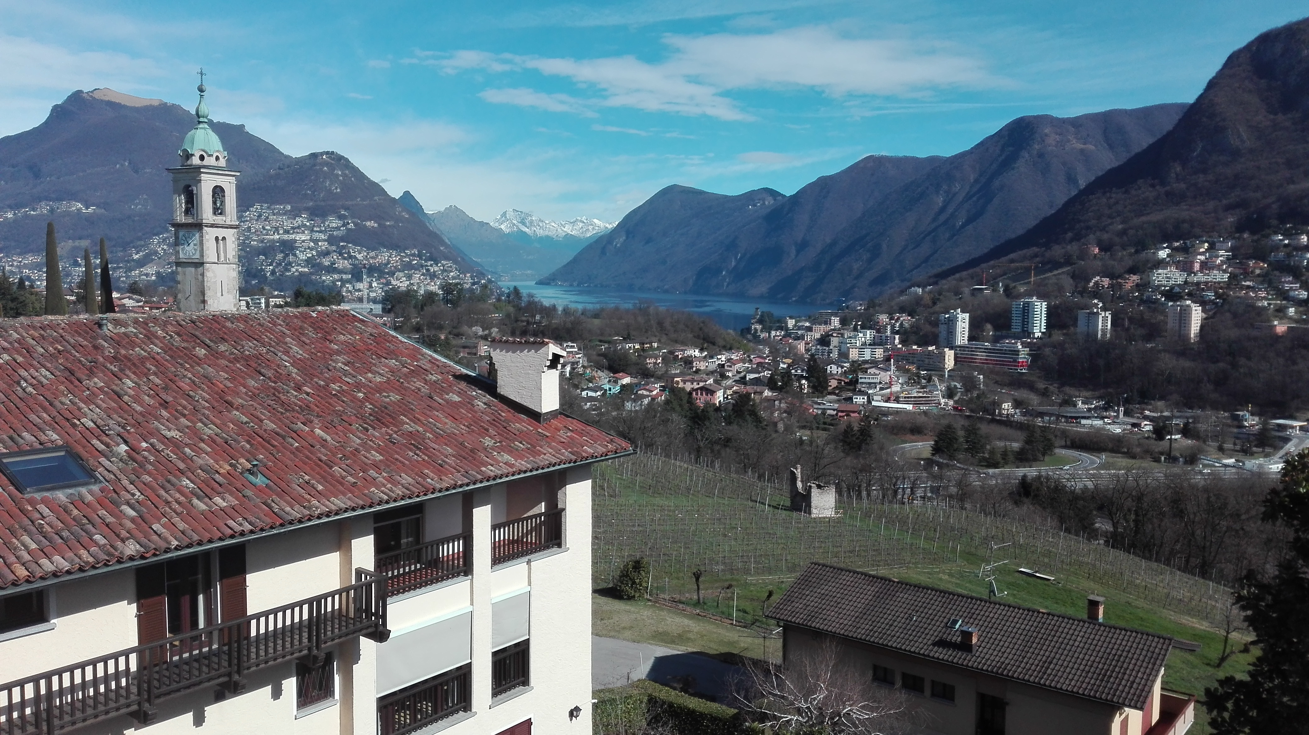 GENTILINO – Charming penthouse in residential and quiet area