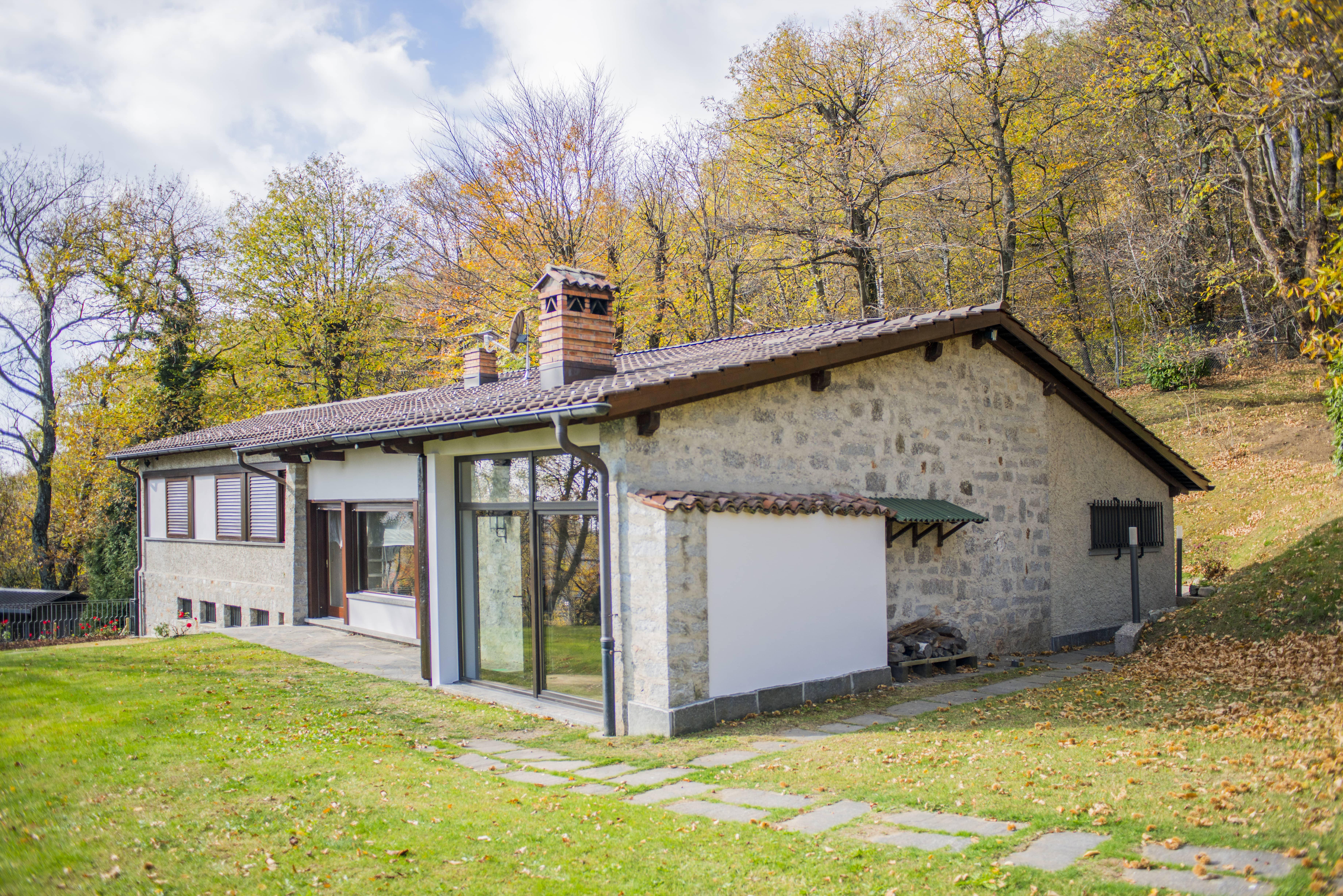 Arosio casa nel verde alto malcantone living solutions for Piani casa fienile rustico