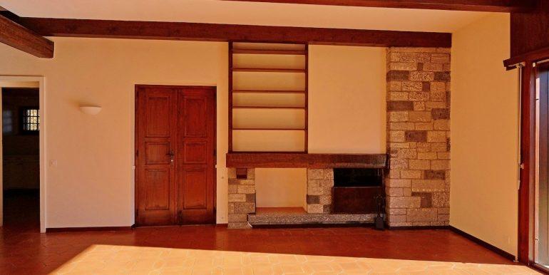 sala camino, entrata cucina a sinistra 2
