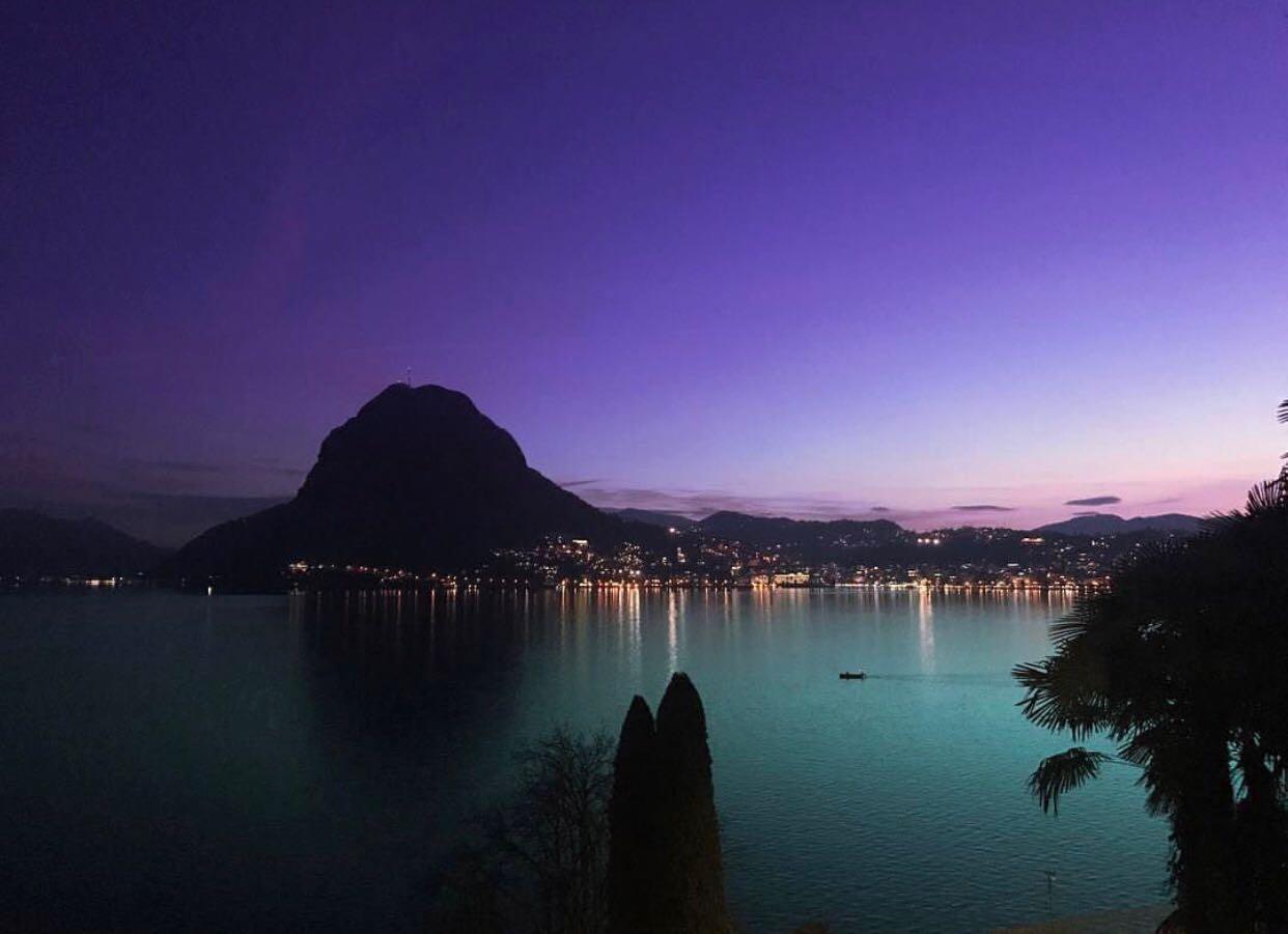 LUGANO-CASTAGNOLA-Bella villa classica totalmente rinnovata affacciata sul lago e golfo di Lugano.