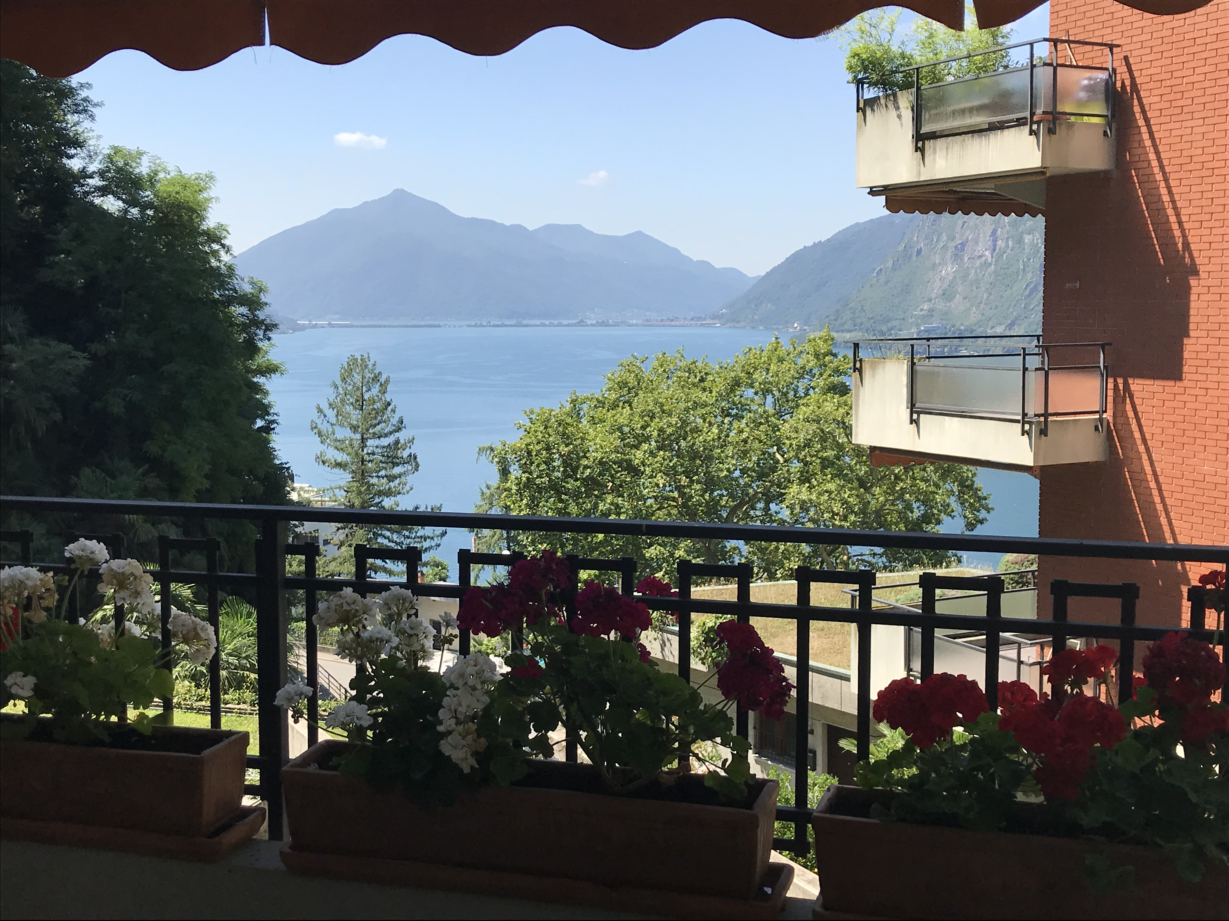 LUGANO – CASTAGNOLA -Very beautifull  3.5 rooms apartment with lake view
